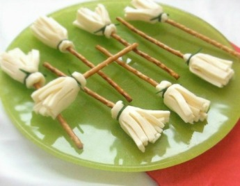 cheese-and-pretzel-broomsticks500